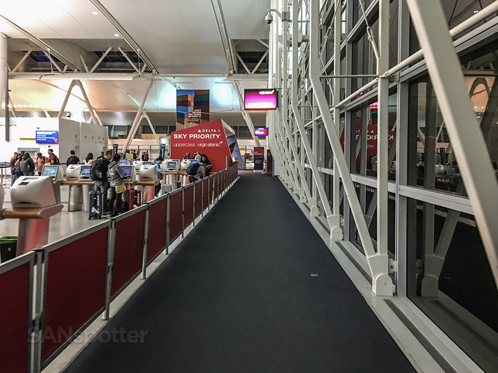 Delta Sky Priority lane JFK T4