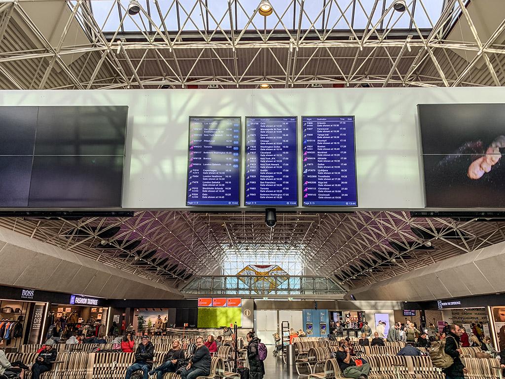 KEF airport departures