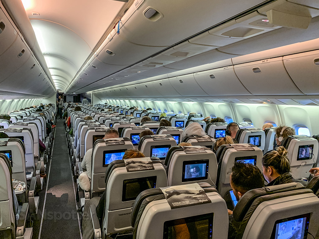 Full Icelandair 767 cabin