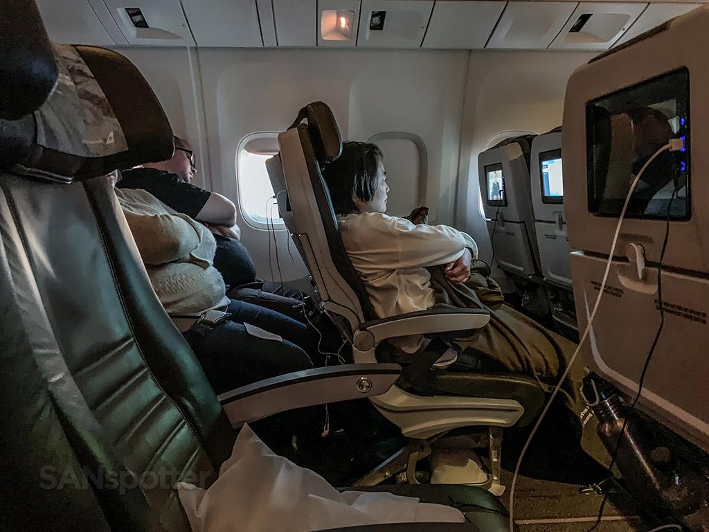 Sleeping Icelandair economy class