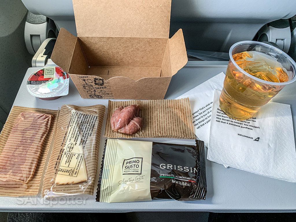 Icelandair snack box Contents