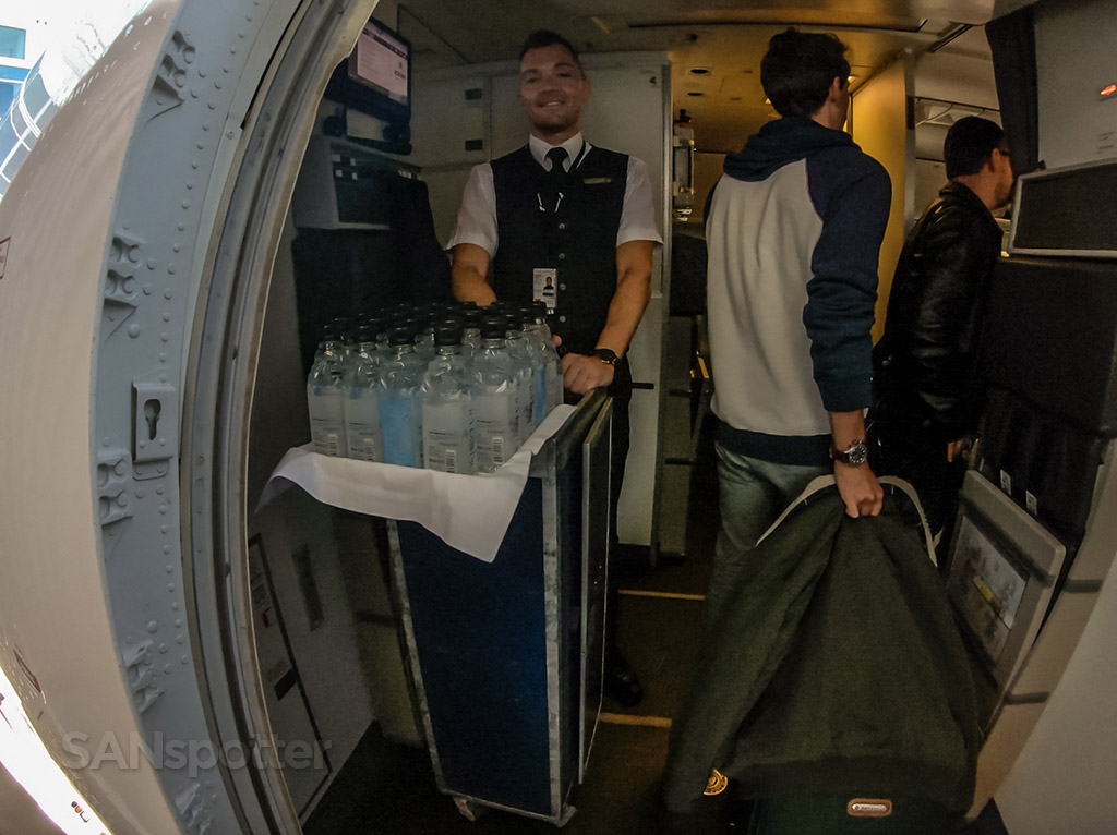 bottled water during boarding icelandair