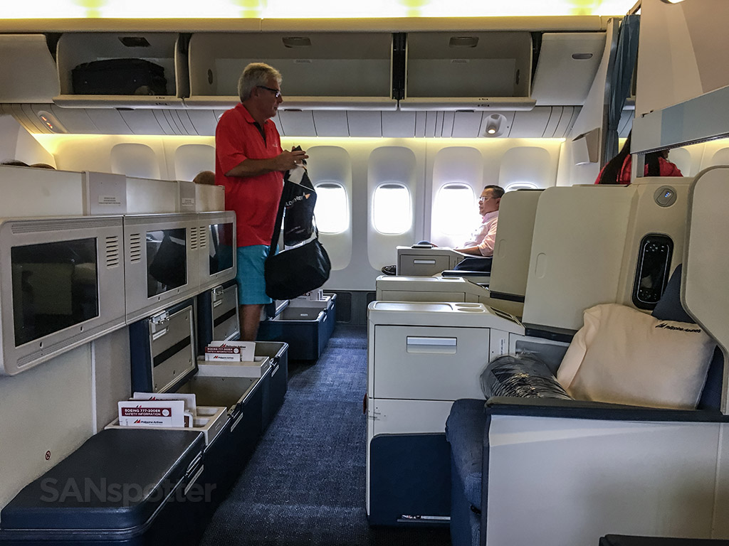 Philippine Airlines 777-300 amazing leg room business class