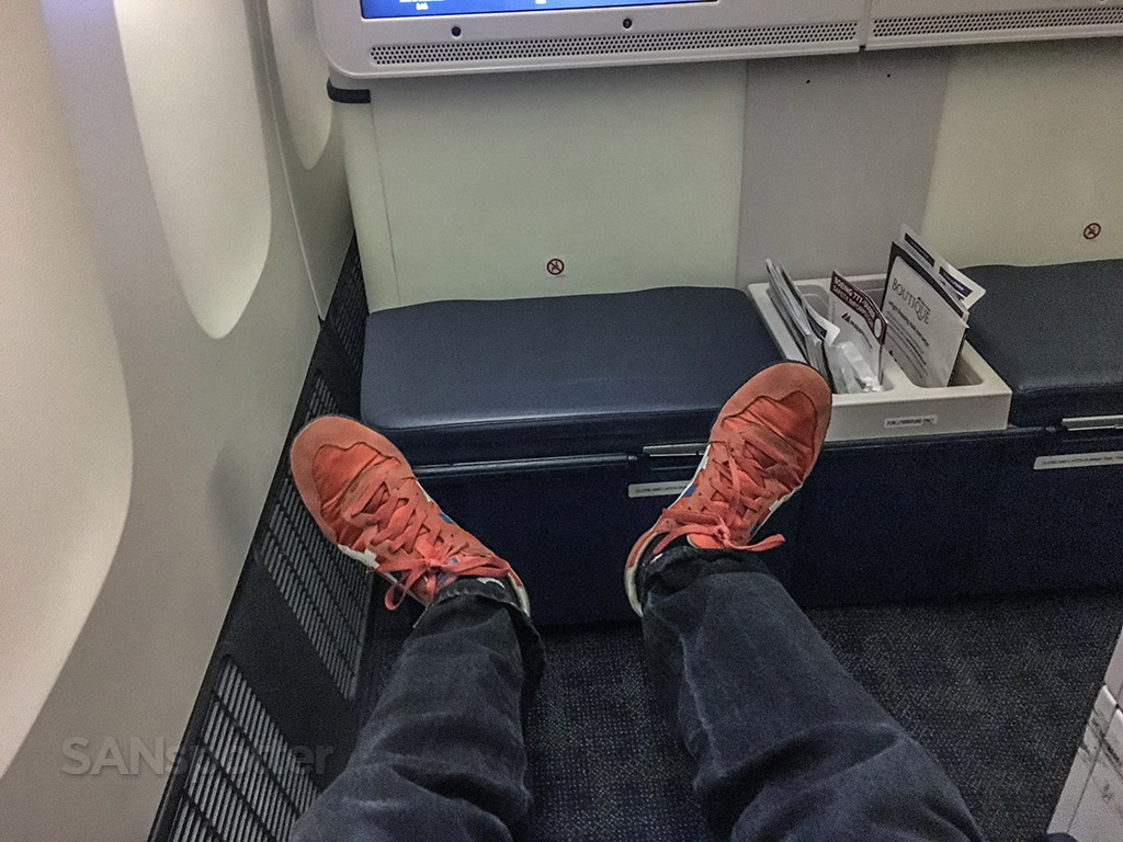 SANspotter red shoes in business class