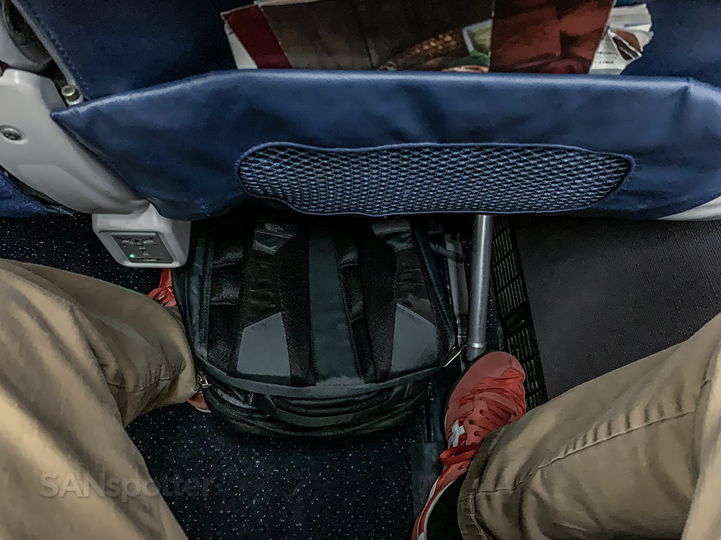 Delta air lines 717 under seat space