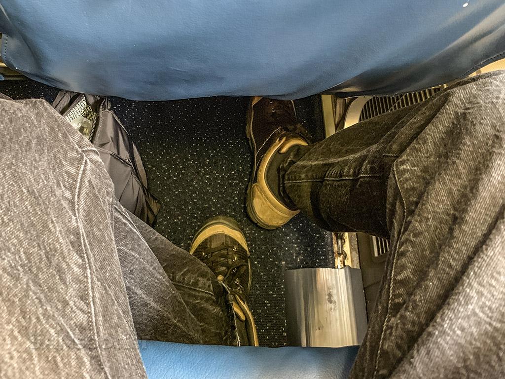 Delta 767-400 economy leg room