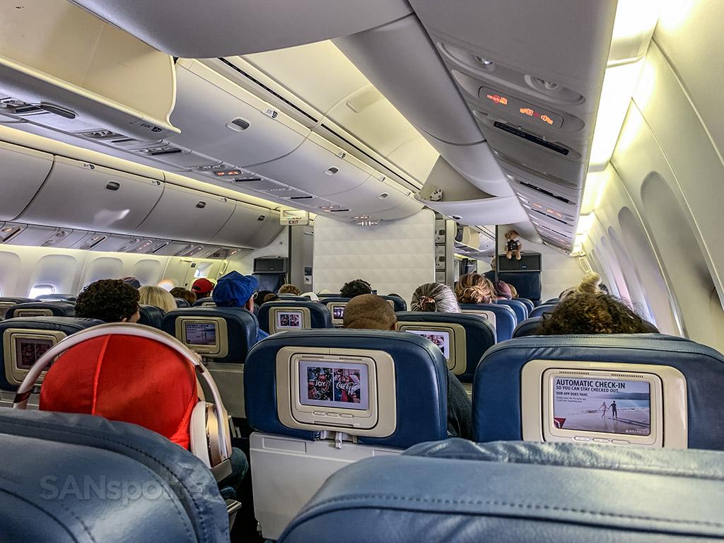 Delta 767-400 economy old interior