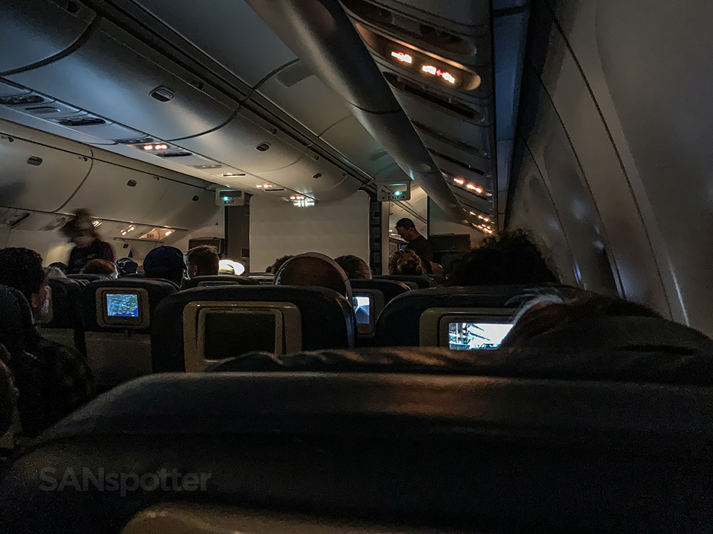 Delta 767-400 economy no mood lighting