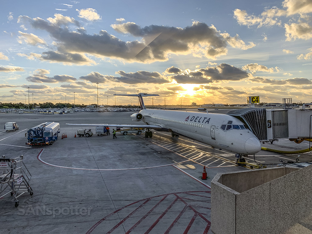 Delta md88 West Palm Beach PBI