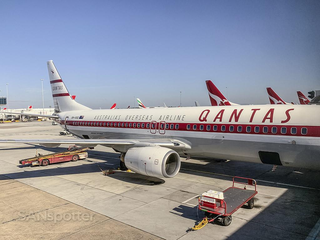 Retro Roo II Qantas 737-800