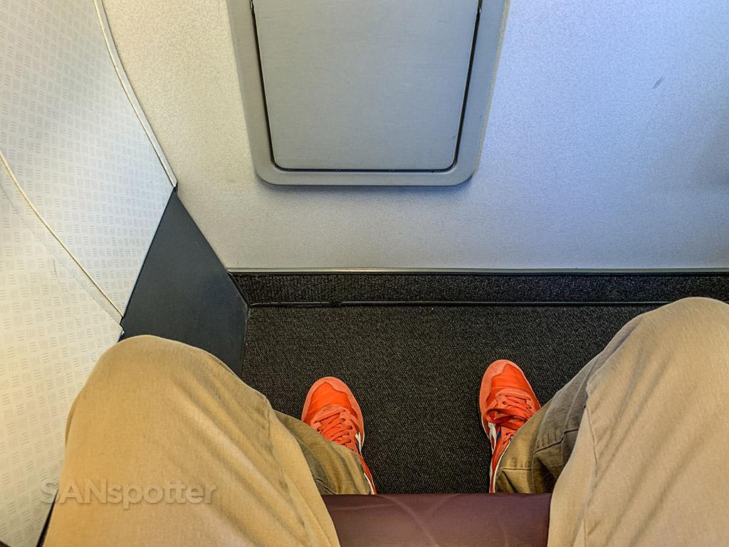 Qantas 737 first class leg room