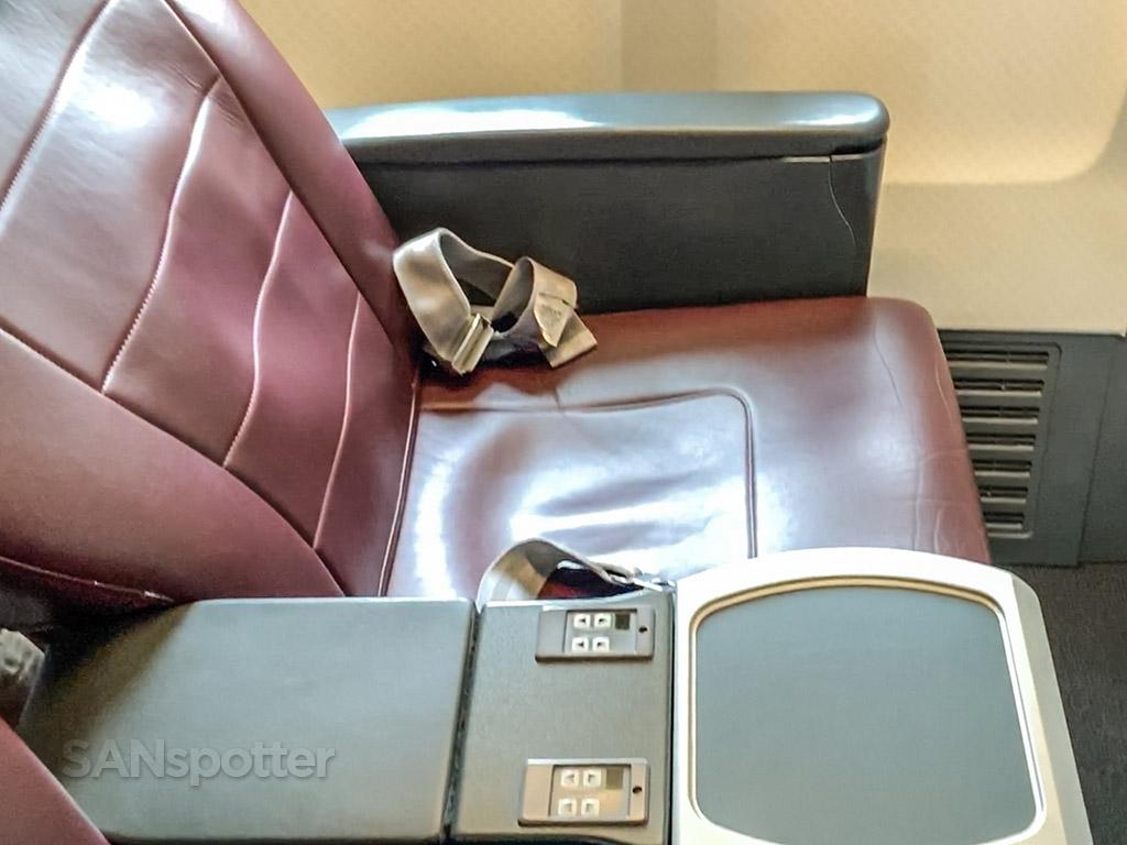 Qantas 737 first class seat