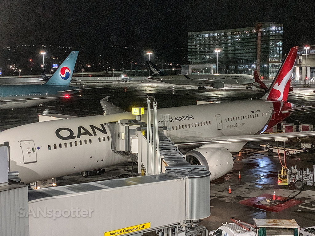 Qantas 787-9 at gate SFO