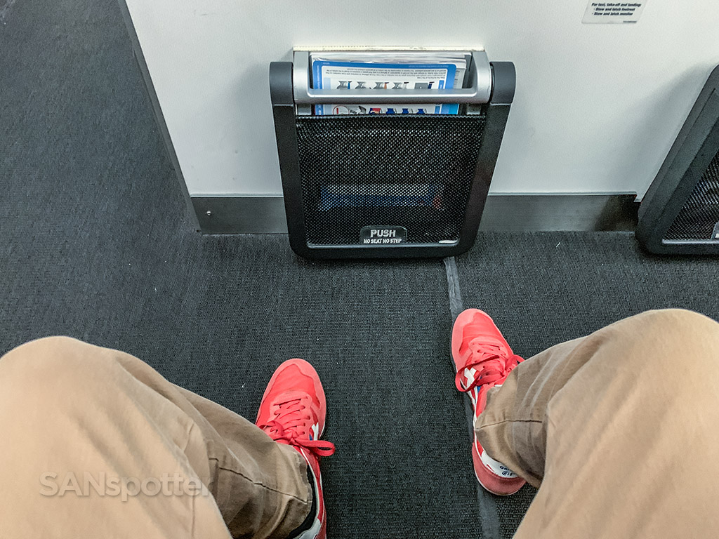 Qantas 787 premium economy leg room