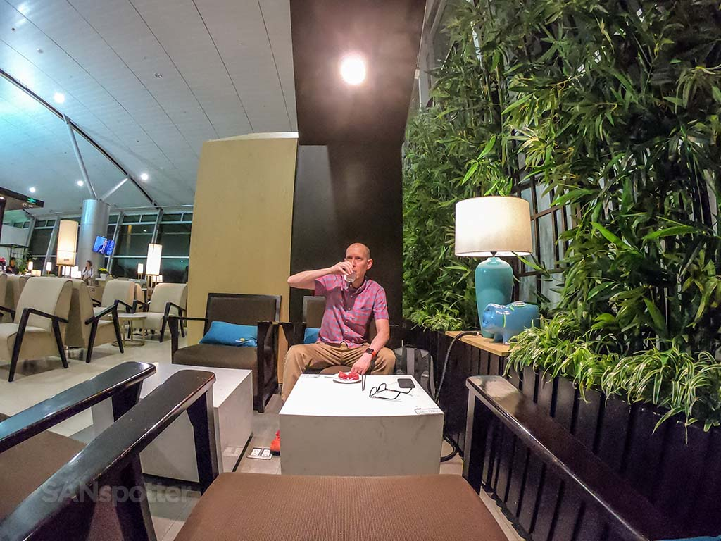 SANspotter selfie Vietnam Airlines Lotus Lounge