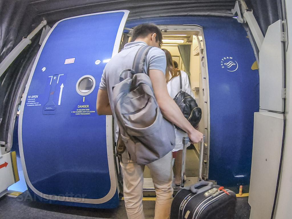 Vietnam Airlines a321 boarding door