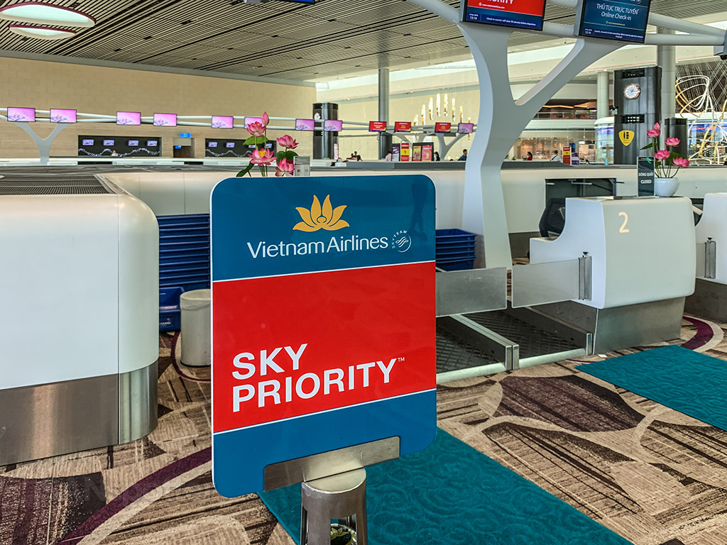 Vietnam Airlines check in Singapore airport