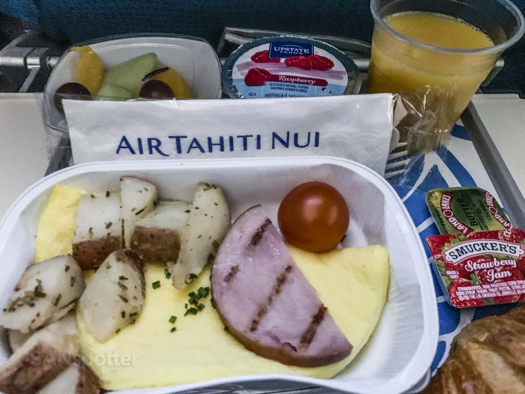 Air Tahiti Nui breakfast service