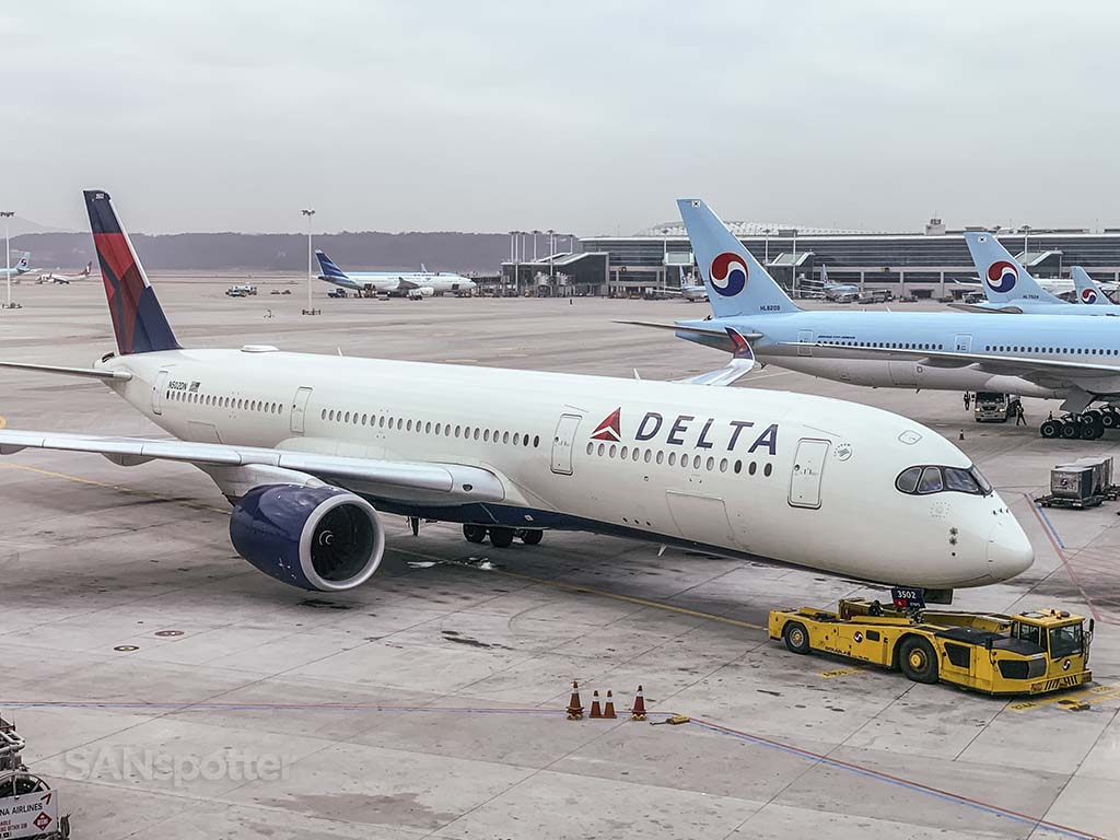 Delta A350 N502DN