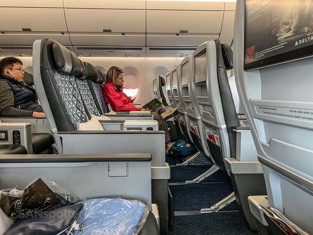 Delta premium select leg room seat pitch