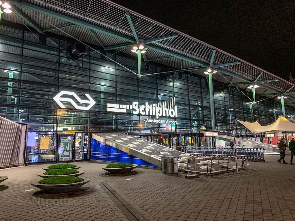 AMS airport terminal exterior