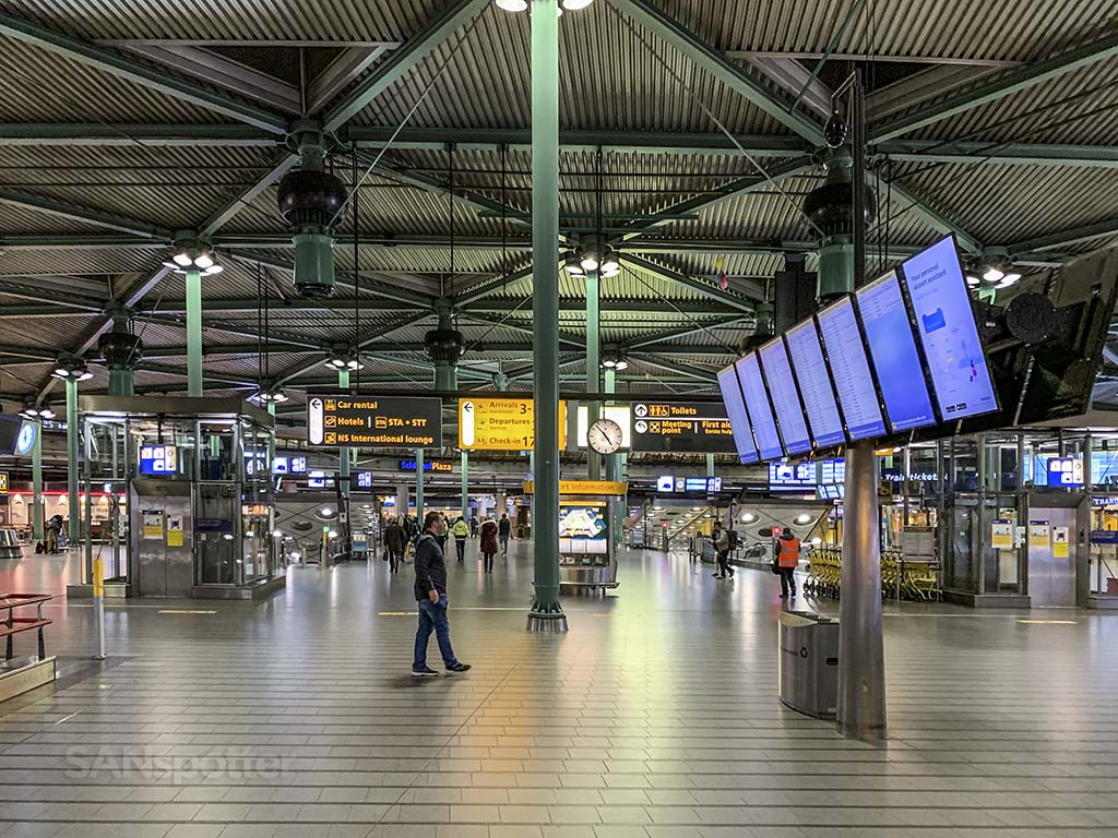 AMS airport inside