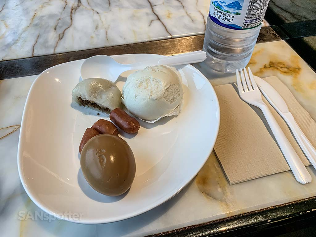 Xiamen Airlines Lounge food review