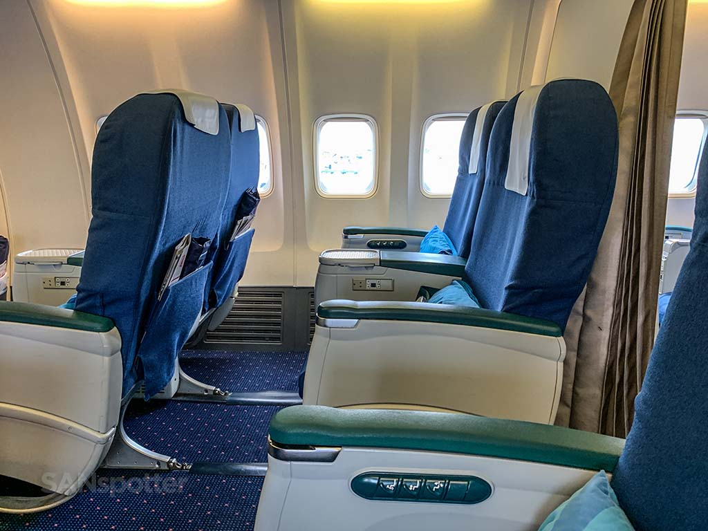 Xiamen Airlines 737-800 business class seats leg room