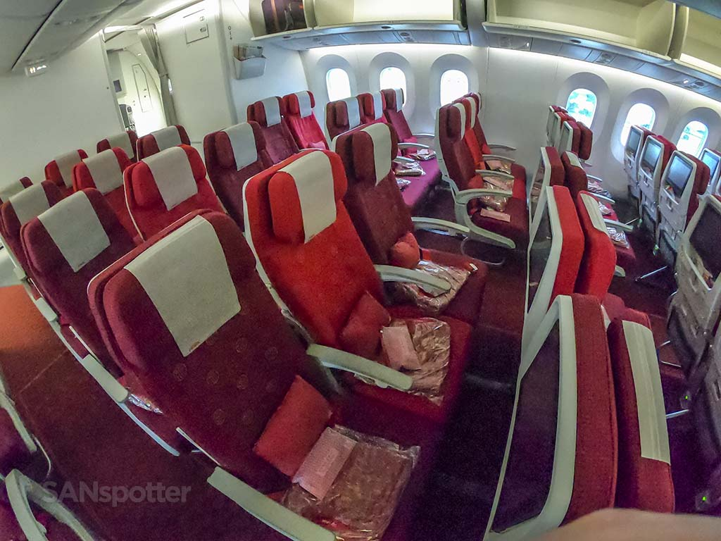 Hainan Airlines 787-9 economy cabin pic