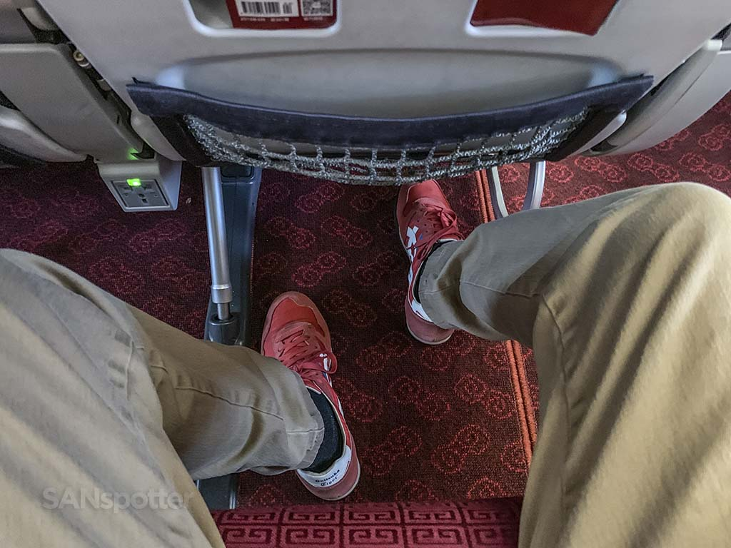 Hainan Airlines 787-9 economy leg room