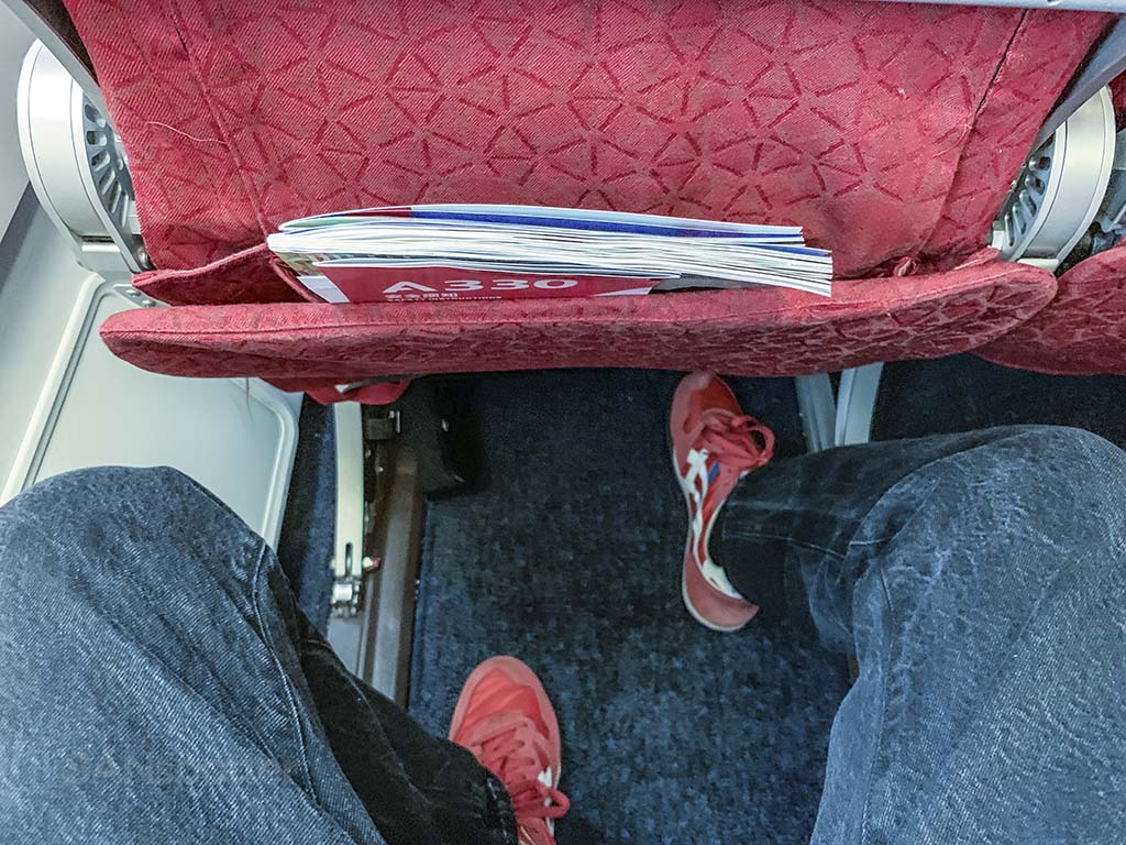 Sichuan Airlines economy class leg room