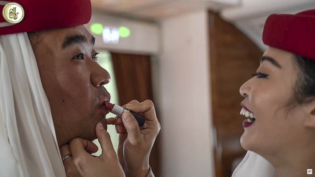 Sam chui lipstick