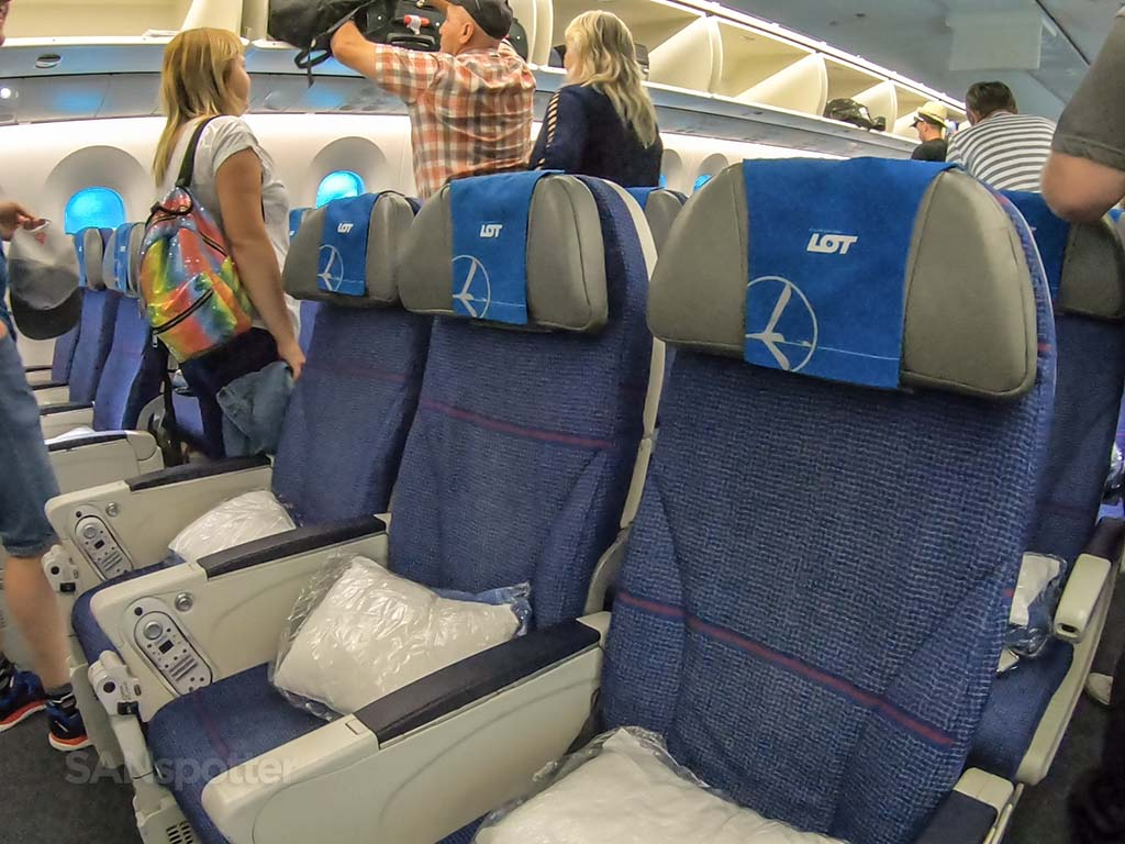 LOT Polish airlines 787-8 economy seats