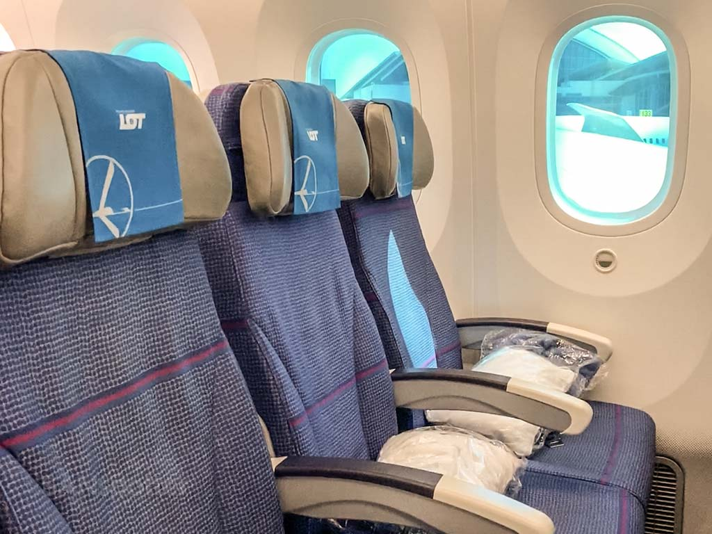 LOT 787 seat review