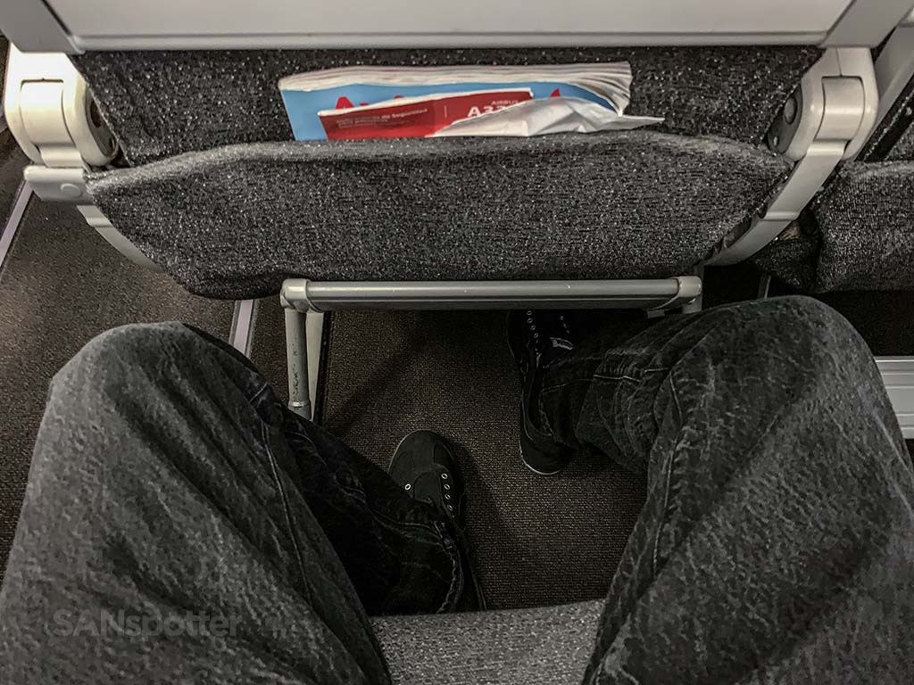 Avianca a330-200 leg room