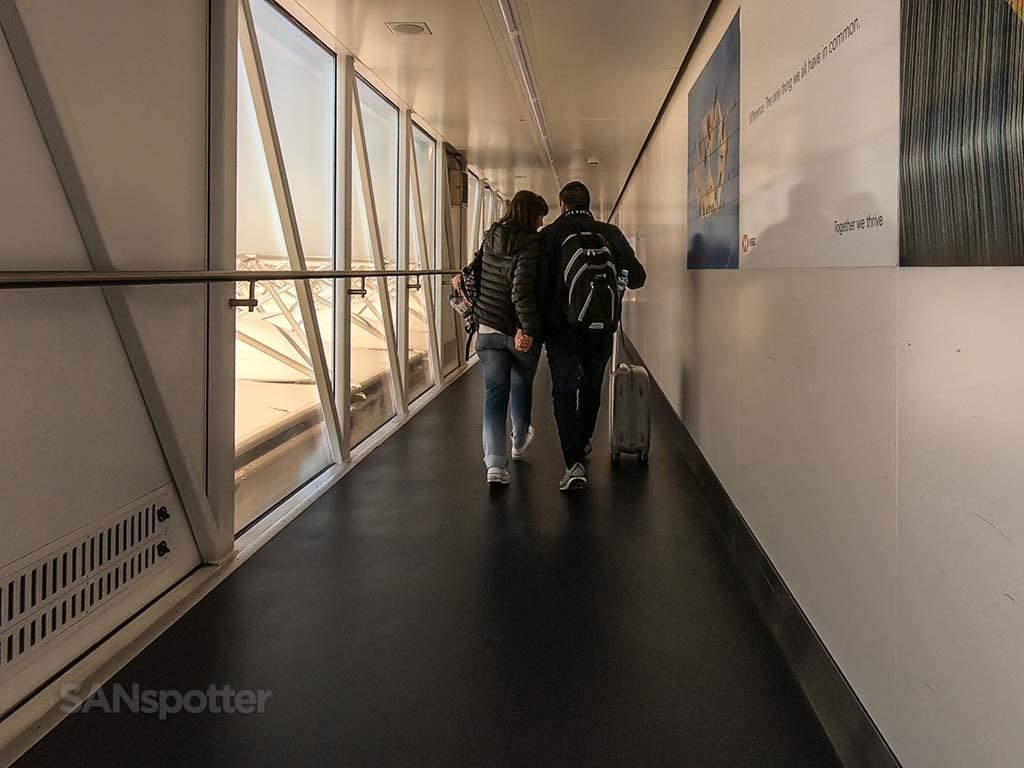 LHR jet bridge