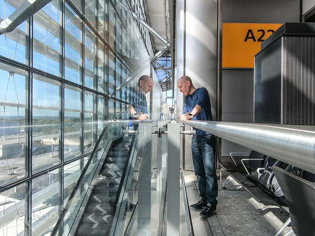 Sanspotter selfie Heathrow airport