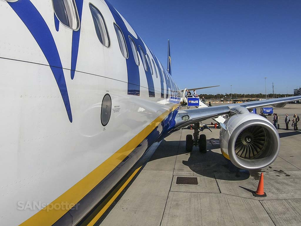 Ryanair 737-800 close up