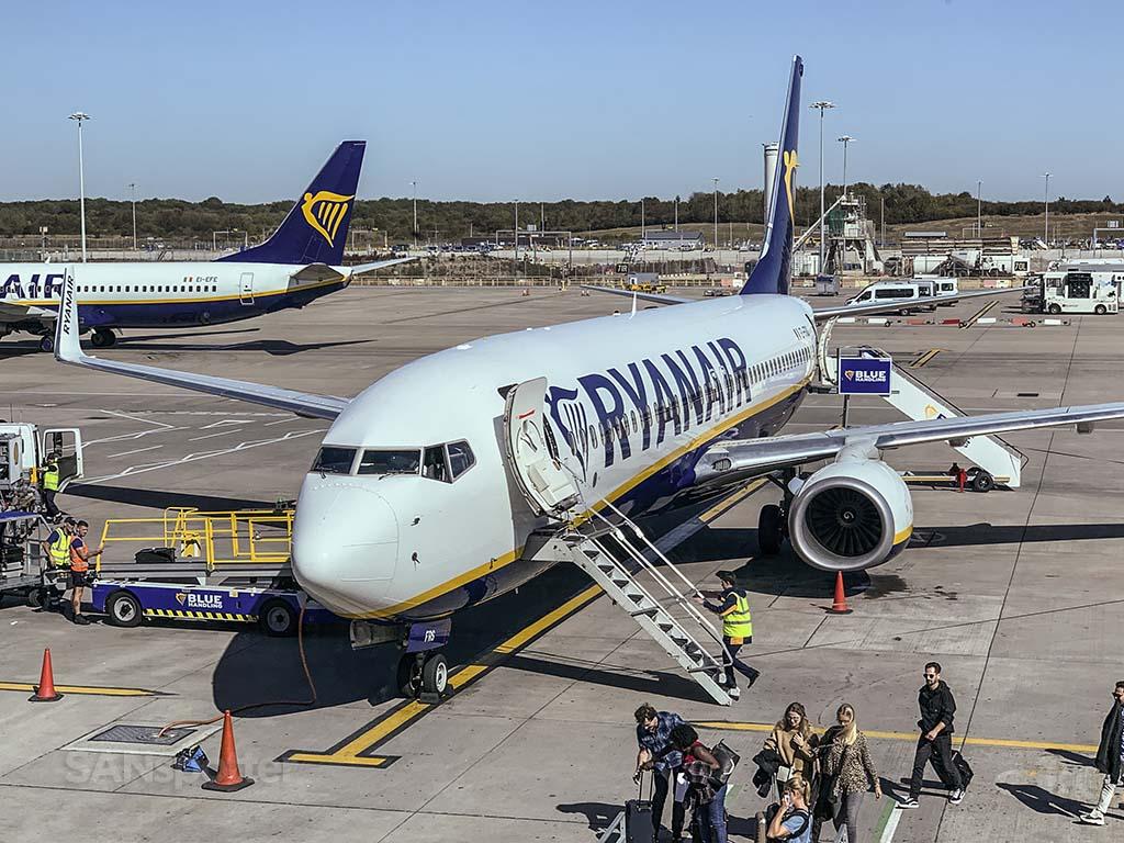Ryanair 737-800 at STN