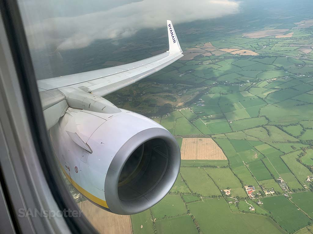 Ryanair 737 wing and engine