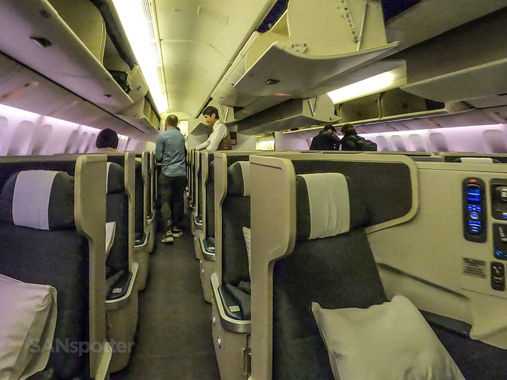 Cathay pacific 777-300er business class pic