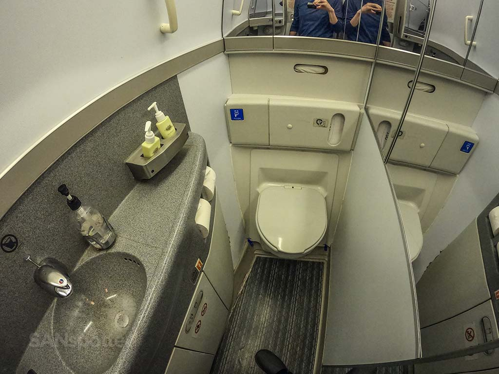 Cathay Pacific 777-300er lavatory