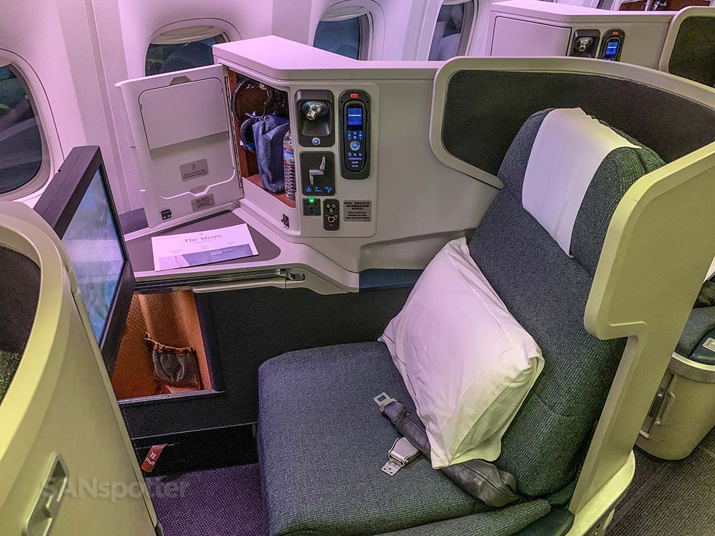 Cathay pacific 777-300er business class seat