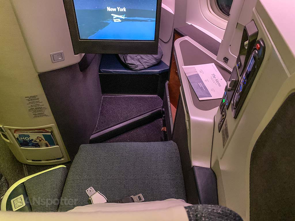 Cathay pacific 777-300er business class seat review