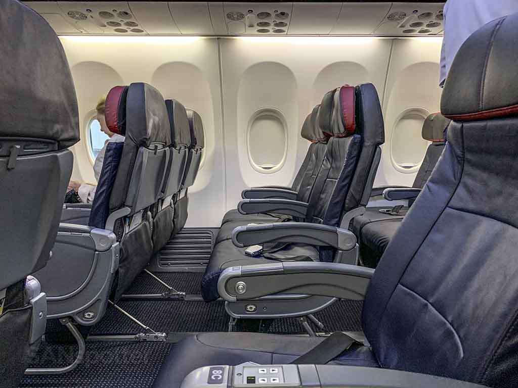 American Airlines 737-800 economy class seats