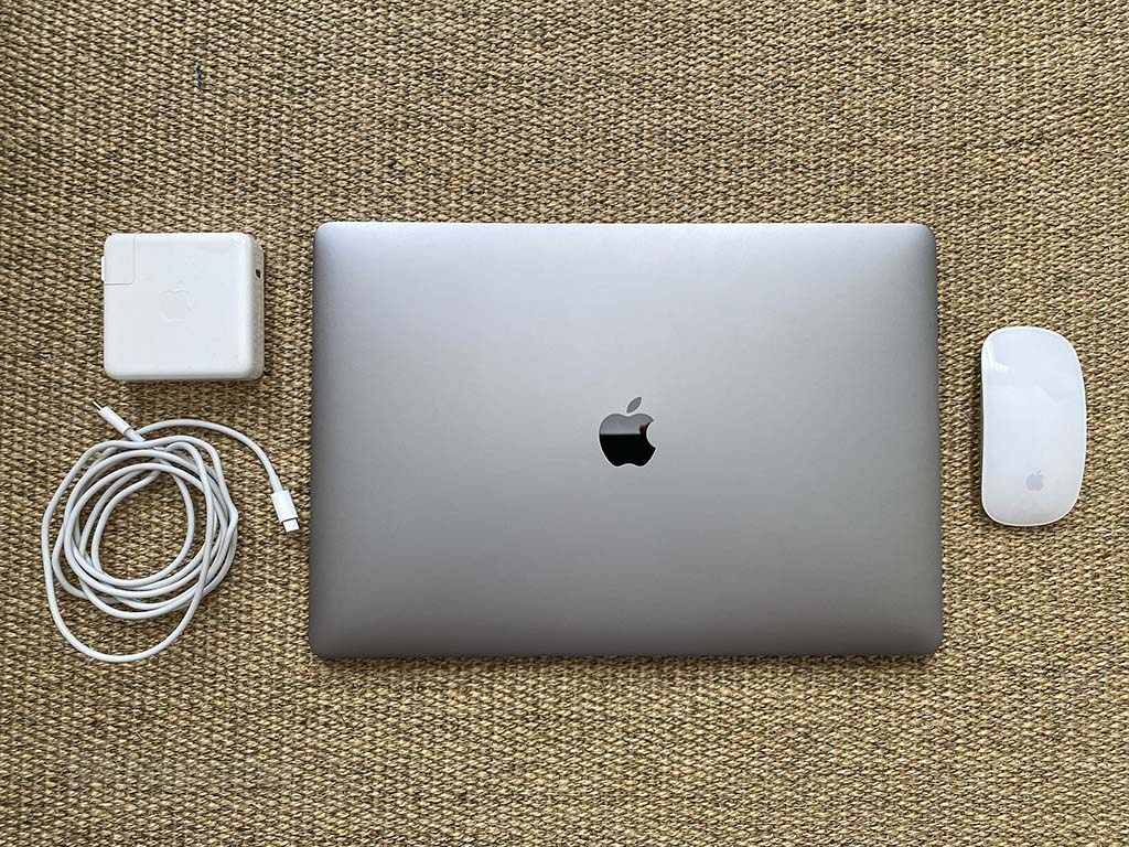 "16"" macbook pro in carry on bag"