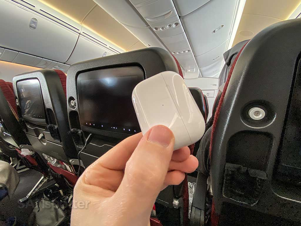 AirPods Pro airplane test