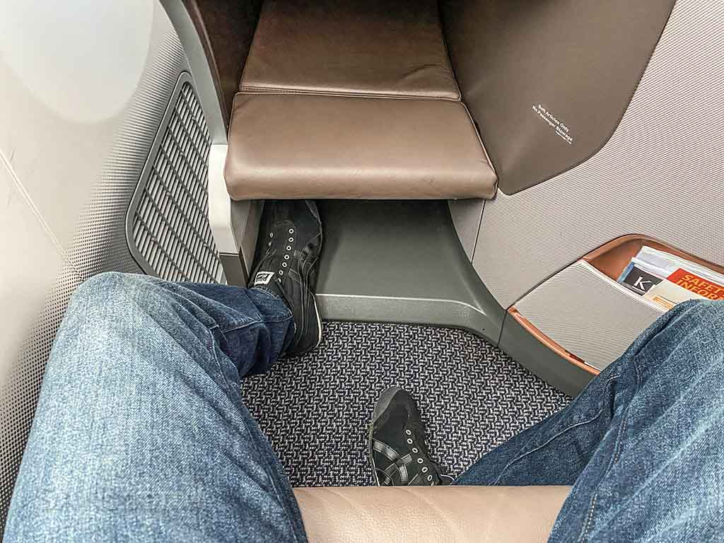 Singapore Airlines 787 business class leg room and foot space