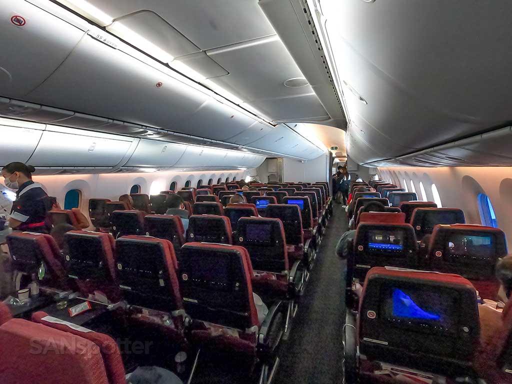 JAL 787 economy cabin pic