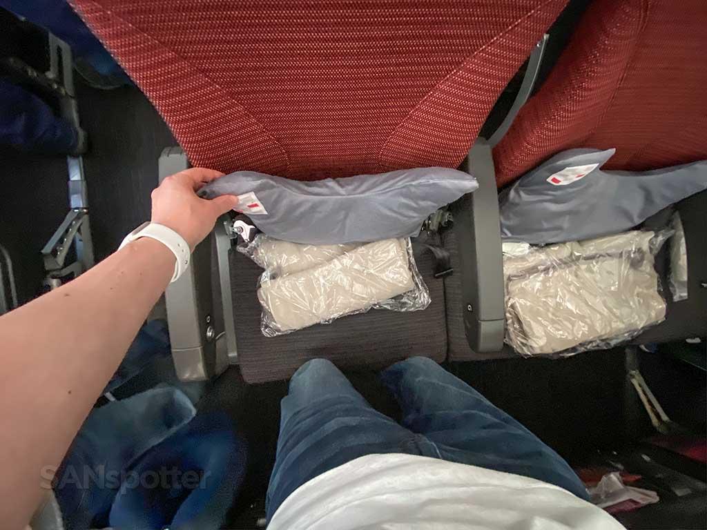 JAL 787 economy seats
